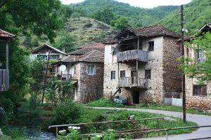 Maisons à Železnec.