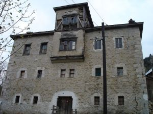 1024px-Volkovia-Gligorovtsi-House-Front