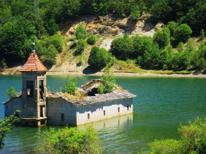 Submerged_church_of_St._Nicholas_(Mavrovo)