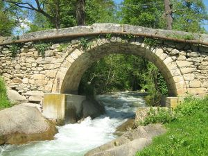 640px-Римски_мост_на_Бабуна_во_Богомила_6532