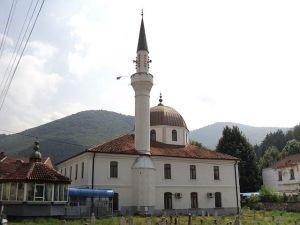 640px-Mosque_in_the_center_of_Kičevo