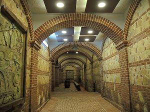 Tikveš_Walkway_to_wine_cellars