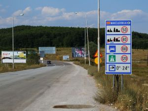 Road_M4_in_MK_(border_crossing)